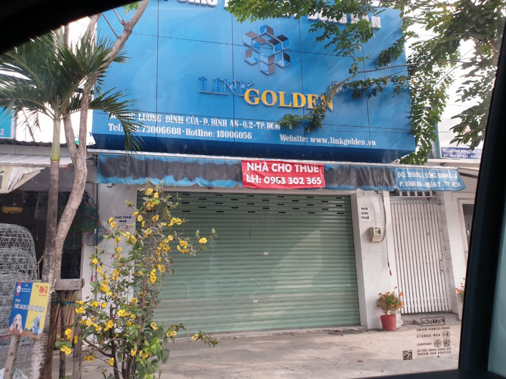 Các sàn giao dịch trên đường Lương Định Của (quận 2) đóng cửa, trả mặt bằng