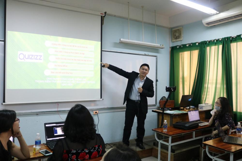 Giảng viên chia sẻ kinh nghiệm giảng dạy trực tuyến. Ảnh website Trường HUFLIT