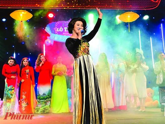 Đoàn lô tô Sài Gòn tân thời thường xuyên biểu diễn tại các tụ điểm giải trí cuối tuần.