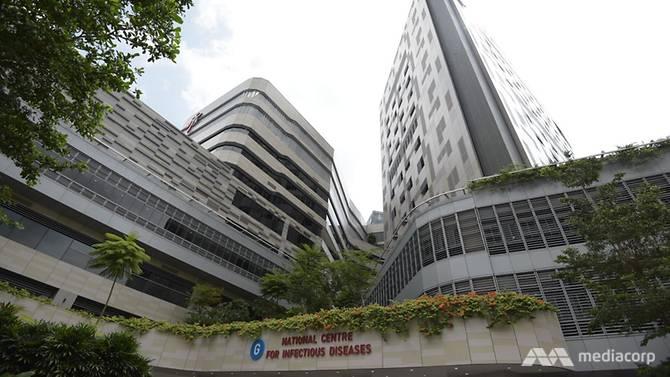 Cả hai bệnh nhân tử vong đều đã được chăm sóc tích cực tại Trung tâm Bệnh truyền nhiễm Quốc gia Singapore (NCID) nhưng vẫn không qua khỏi vì biến chứng quá nặng.