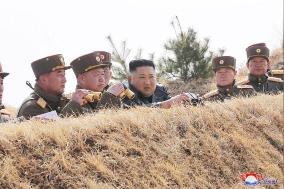 Nhà lãnh đạo Triều Tiên Kim Jong Un đã đến chỉ huy một cuộc thi phóng tên lửa vào ngày 20/3.