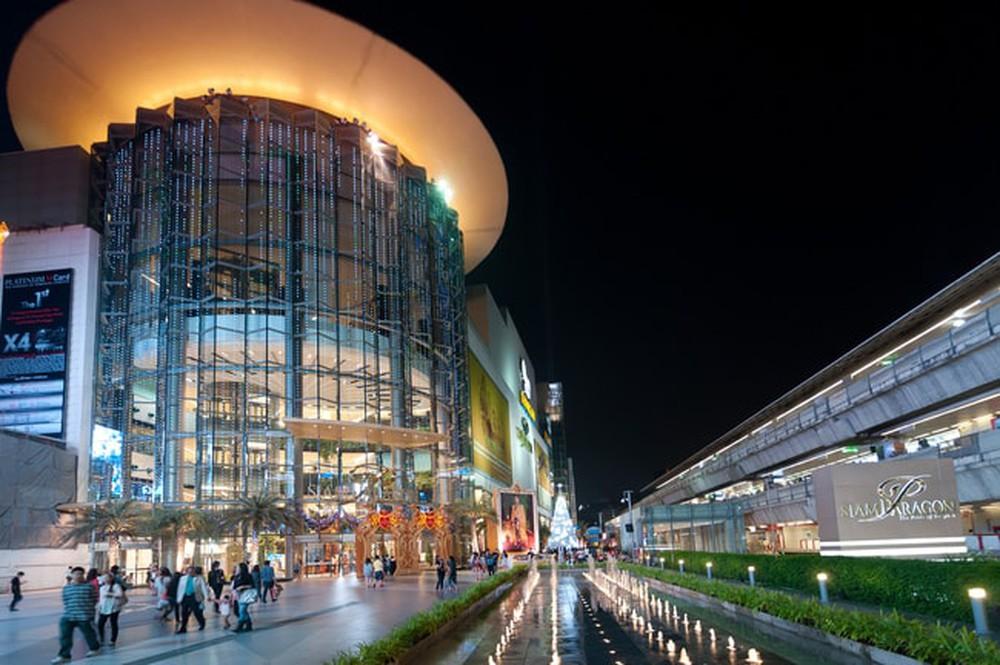 Những trung tâm thương mại luôn là địa điểm thu hút nhiều người dân bản địa cũng như khách du lịch tại Băng Cốc