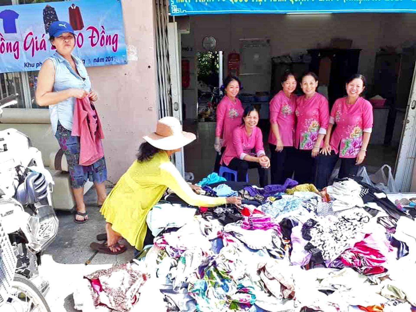 Cửa hàng quần áo 2.000 đồng/bộ của Chi hội Phụ nữ khu phố 3, P.Tân Kiểng, Q.7