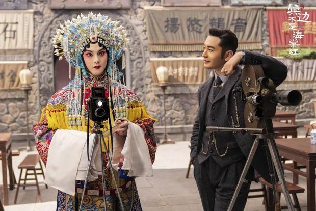 Huỳnh Hiểu Minh và Doãn Chính trong vai 2 nam chính của phim. Trong đó, Doãn Chính vào vai Phương Thế Nhị, một nghệ sĩ kinh kịch.