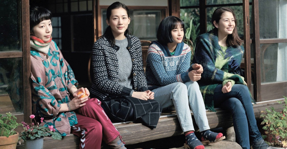 4 chị em gái trong phim, dù không nhận được tình thương đầy đủ của cha mẹ nhưng luôn biết cách yêu thương nhau.