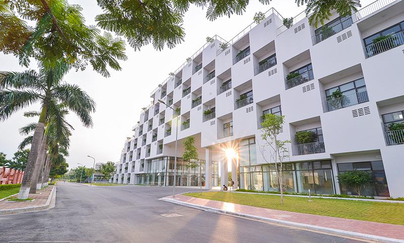 Đại học FPT cách thành phố Hà Nội khoảng 30km.