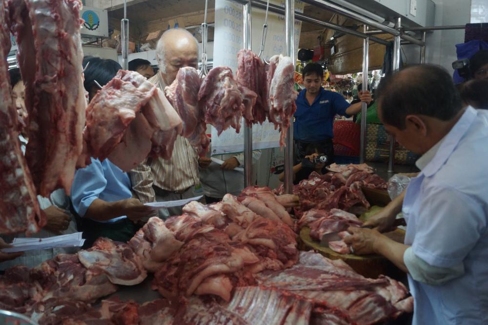 Giá thịt bán lẻ tăng cao được cho là do qua quá nhiều tầng nấc trung gian
