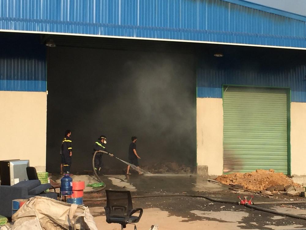 Nhà xưởng ở xã Vĩnh Tân bị lửa đốt cháy