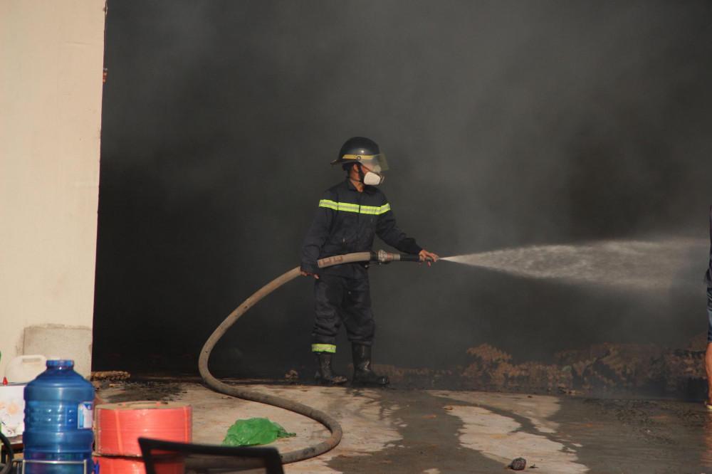 Chỉ trong chiều 23/3, thị xã Tân Uyên xảy ra liên tiếp 2 vụ cháy