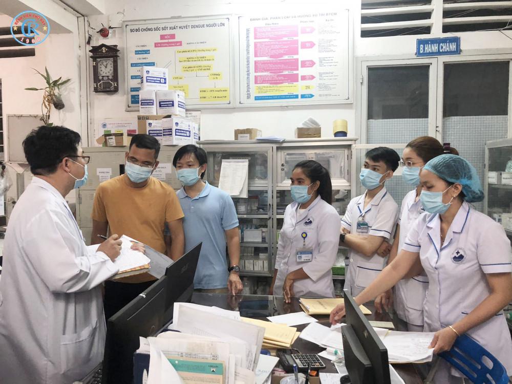 Đội phản ứng nhanh số 2 của Bệnh viện Chợ Rẫy làm việc với lãnh đạo tỉnh Tây Ninh ngay trong đêm, ảnh BVCC