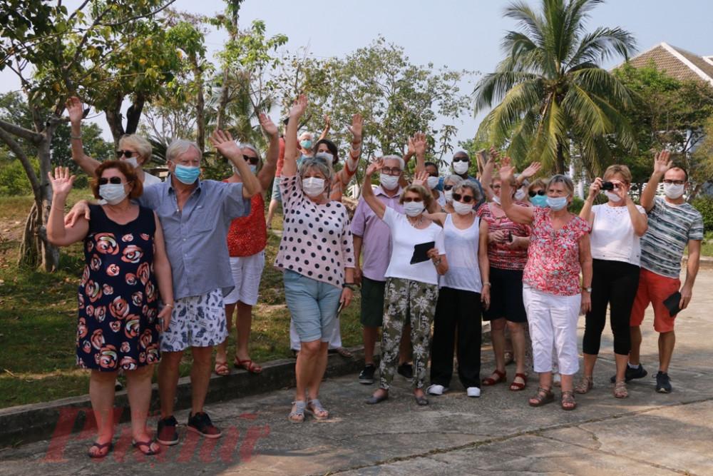 Nhiều du khách khi chúng tôi hỏi người đều có một cảm nhận chung: Cảm ơn các  bạn  Việt Nam, các bạn đã cố gắng làm hết sức mình để dành cho cho chúng tôi chỗ ở tốt nhất trong thời gian cách ly
