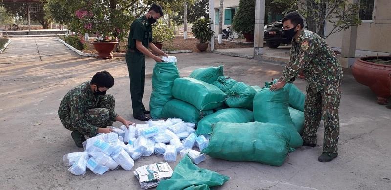 Bộ đội Biên phòng tỉnh Long An liên tục bắt giữ các vụ vận chuyển khẩu trang số lượng lớn qua biên giới.