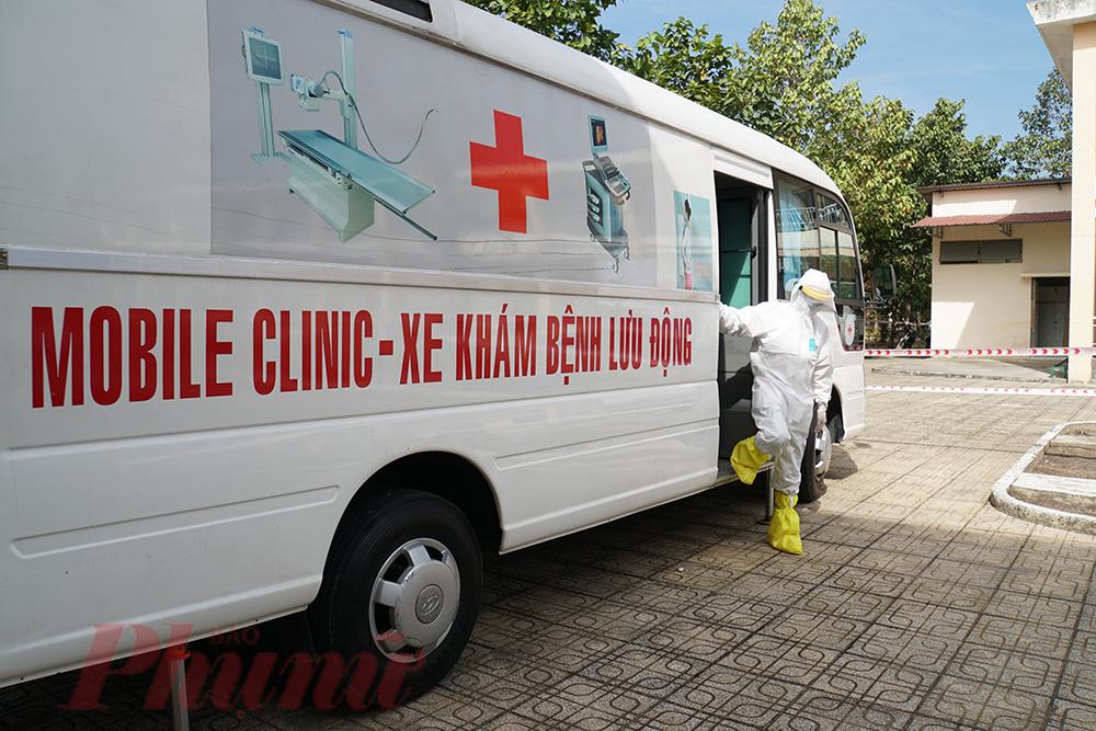 Diễn tập cấp cứu lưu động ca mắc COVID-19 ở Bệnh viện Dã chiến (huyện Củ Chi, TPHCM)