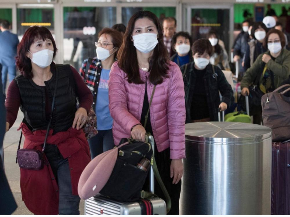 Mỗi ngày, Sân bay Tân Sơn Nhất đón xấp xỉ 1.000 người, sau các bước y tế, lập tức đưa đi cách ly tập trung đang là nỗ lực của thành phố, hòng hạn chế thời gian tiếp xúc, tăng khả năng lây nhiễm nếu ai đó đã có sẵn virut corona mới