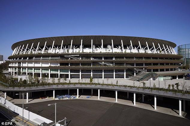 Sân vận động mới ở Tokyo sẽ chờ đợi thêm 1 năm để chứng kiến màn trình diễn của các đội tuyển tại Olympic.