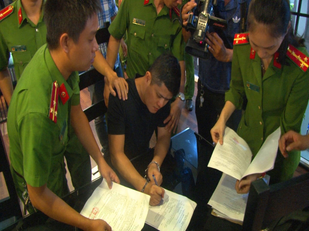 Bị can Lê Quang Huy Phương vào thời điểm  ký biên bản bắt tạm giam