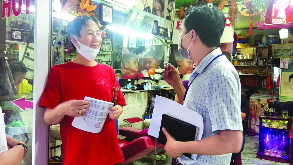UBND P.An Lạc thông tin về việc tạm dừng hoạt động cho chủ một cơ sở cắt tóc
