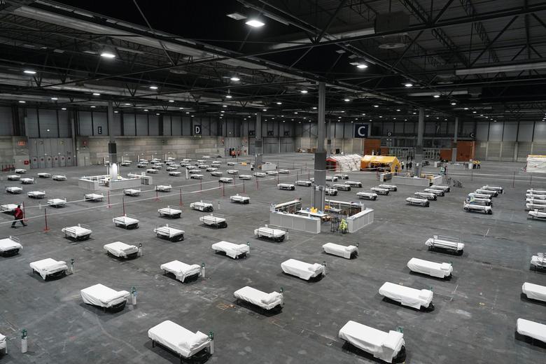 Những giường bệnh đã được chuẩn bị hoàn tất tại bệnh viện dã chiến ở tại trung tâm hội nghị IFema ở Madrid, Tây Ban Nha. Đến sáng 25/3, Tây Ban Nha có 29.885 ca nhiễm và 2.808 người chết. Giữa tháng 3, quốc gia này đã ban bố tình trạng khẩn cấp vì dịch bệnh bùng phát.