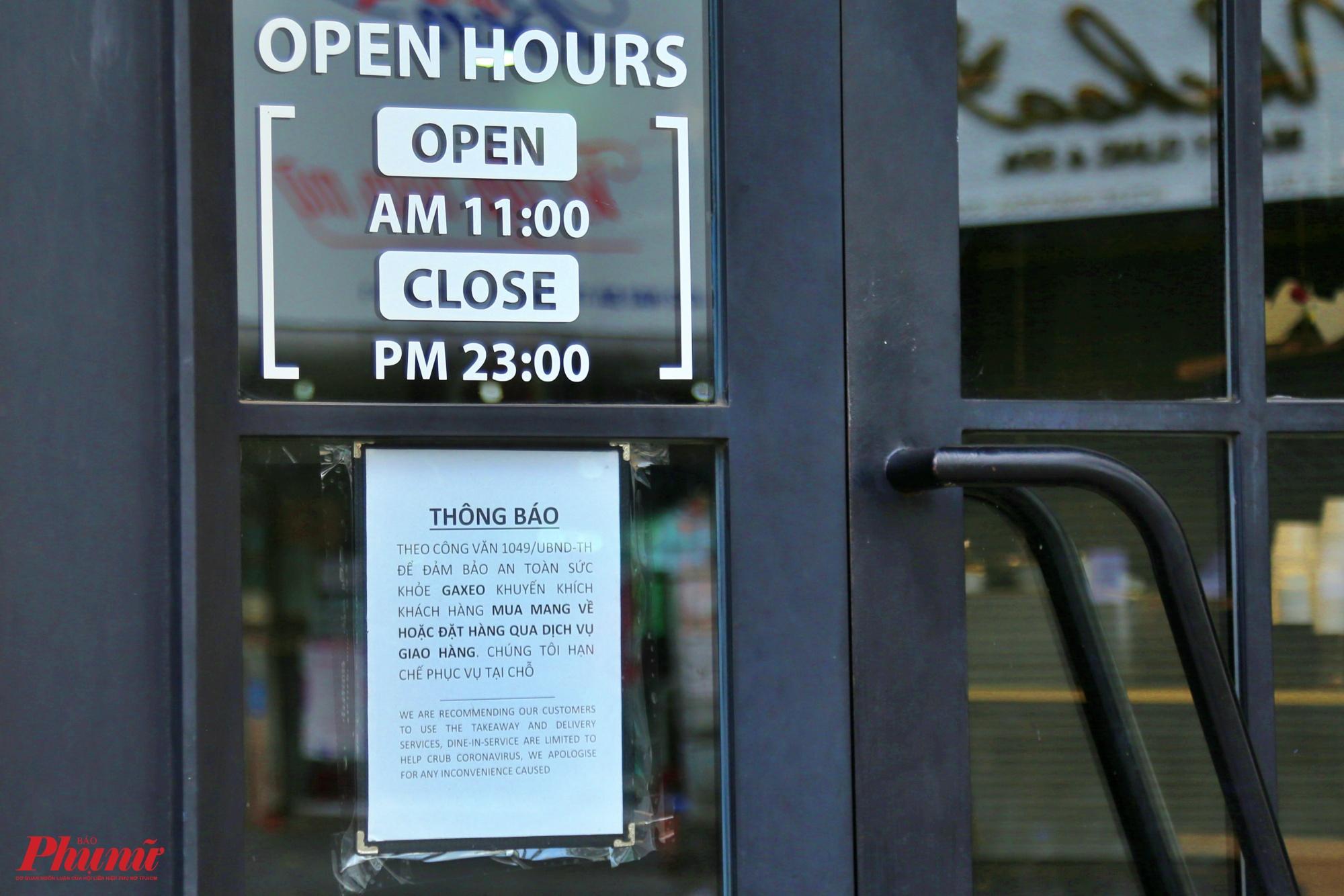 Nhiều hàng quán vẫn nghiêm chỉnh chấp hành quyết định tạm dừng hoạt động các khu vui chơi, giải trí, nhà hàng, quán beer club, cơ sở kinh doanh dịch vụ ăn uống (công suất phục vụ 30 người trở lên); CLB bida, phòng tập thể hình, cơ sở làm đẹp, uốn tóc, hớt tóc trên địa bàn TP kể từ 18h ngày 24-3-2020 đến hết ngày 31-3-2020 để đảm bảo an toàn tuyệt đối trong phòng chống COVID-19. Ảnh chụp tại một nhà hàng trên đường Hai Bà Trưng, quận 1