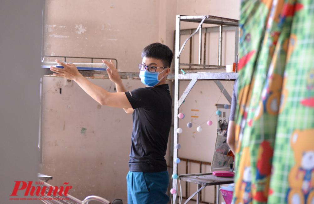 Trưng dụng KTX ĐH Quốc gia TPHCM làm nơi cách ly tập trung, các tình nguyện viên đã góp sửa cải tạo để phù hợp với yêu cầu cách ly