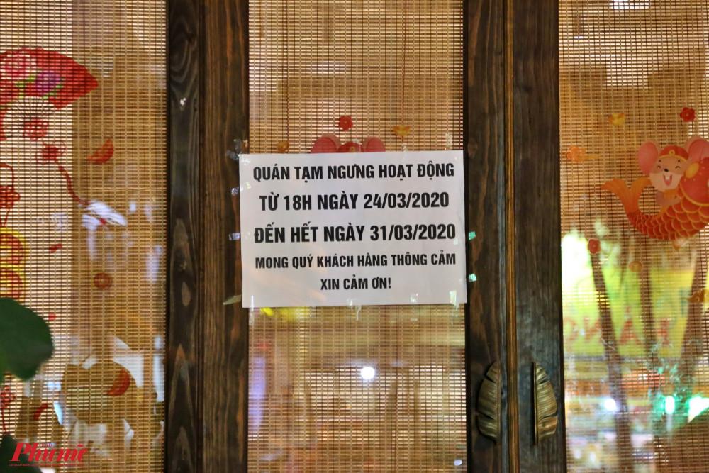 Nhiều nhà hàng treo thông báo tạm ngưng hoạt động từ nay đến cuối tháng 3 để ngăn ngừa dịch bệnh COVID-19 lây lan trong cộng đồng