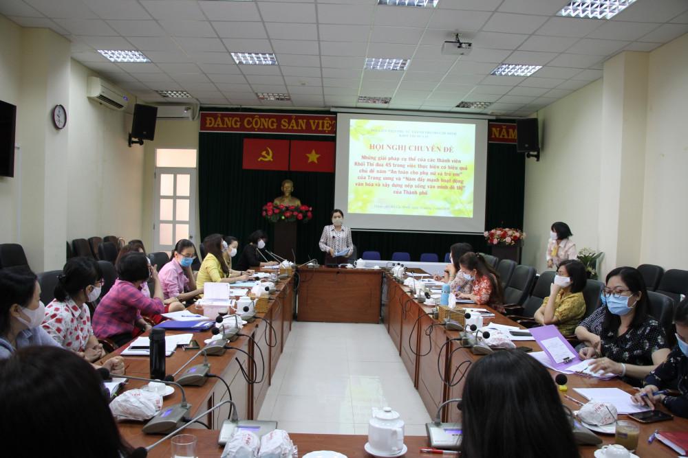 Bà Nguyễn Trần Phượng Trân - Chủ tịch Hội LHPN TP.HCM, chủ trì và phát biểu tại Hội nghị.