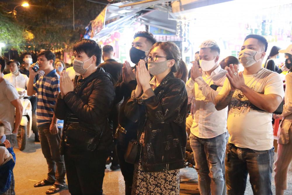 Người dân tuyệt đối tập trung nơi đông người để đảm bảo phòng, chống dịch bệnh.