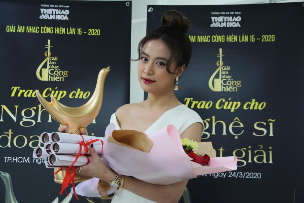 Ca sĩ Hoàng Thuỳ Linh nhận cùng lúc 4 giải tại Cống hiến 2020. Đây là lần đầu tiên trong lịch sử giải, có ca sĩ tạo được thành tích này.