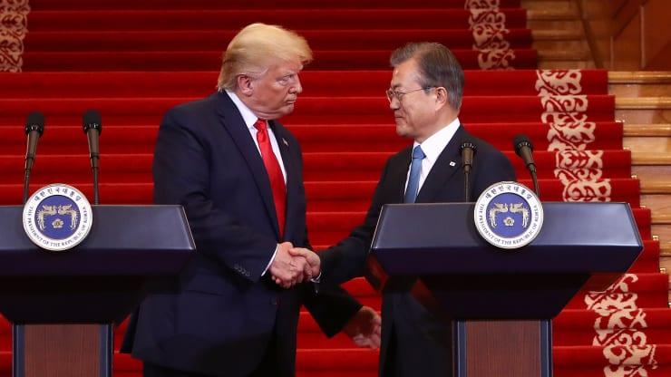 Hai nhà lãnh đạo Mỹ và Hàn Quốc trong một cuộc họp báo ở Seoul năm ngoái. Ảnh: AFP