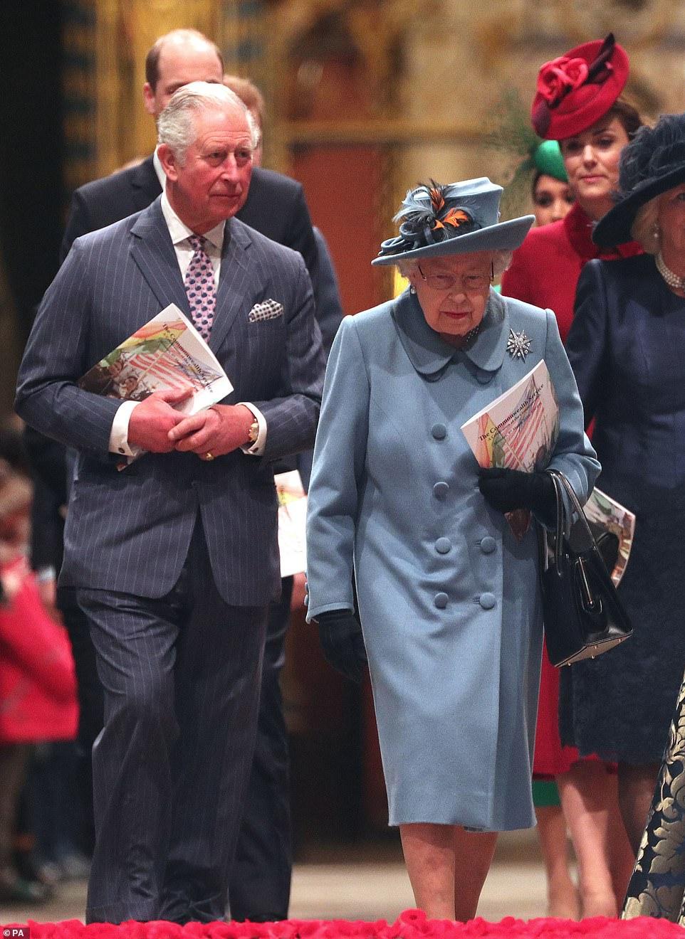 Thái tử Charles đã không gặp mẹ mình từ ngày 13/3, tuy nhiên Nữ hoàng vẫn đang tự cách ly để đề phòng dịch bệnh.