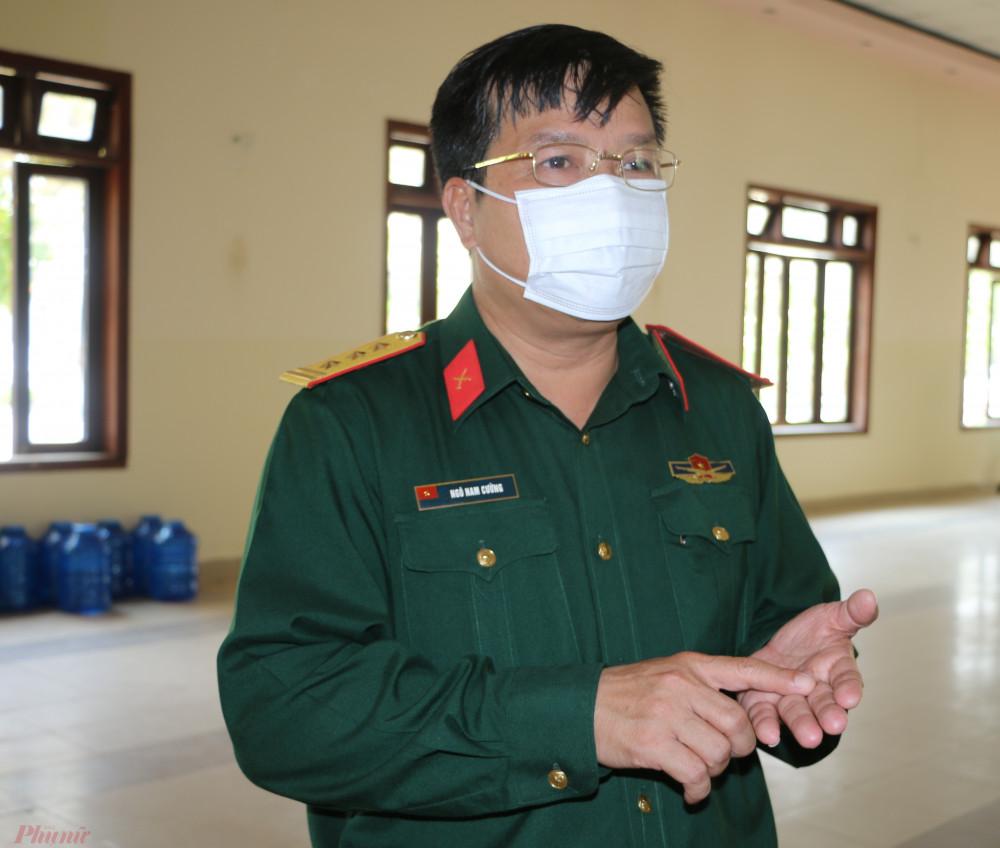 """Thượng tá Ngô Nam Cường – Chỉ huy trưởng Bộ chỉ huy Quân sự tỉnh Thừa Thiên - Huế cho biết, ở những khu cách ly này, chúng tôi tổ chức thành một hệ thống rất chặt chẽ, khoa học bảo đảm chăm sóc cho bà con từ tinh thần sức khỏe, đến điều kiện ăn ở, sinh hoạt đảm bảo na toàn thực phầm, ngoài việc bà con tham gia tập thể dục buổi sáng để tăng cường sức khỏe, hàng ngày chúng tôi tổ chức tuyên truyền bà con về công tác phòng chống dịch bệnh COVID-19 cũng như thông tin cho bà con tình hình mới nhất về dịch bệnh trong nước, khu vực cũng như trên địa bàn tỉnh nhà. Để giúp bà con an tâm tư tưởng, tạo tinh thần lạc quan khấn khởi cùng với lực lượng vũ trang  để thực hiện tốt mọi hoạt động của tại các Khu cách ly. """" Hiện tại chúng tôi đang đã chuẩn bị  thêm 2 vị tris để làm Khu cách ly, tuy nhiên hiện phải  tìm thêm địa điểm để đón 8000 đến 10.000 nghìn công dân trở về tại các Khu cách ly trong thời gian đó. Cái khó sau khi tìm ra địa điểm phải huy động chiến sĩ dọn dẹp vệ sinh, phòng ở, sắp xếp, bố trí khu vực hậu cần, cách ly Y tế, Tuy nhiên với mọi nỗ lực  vì nhân dân phục vụ chúng tôi sẽ quyết tâm đạt được""""."""
