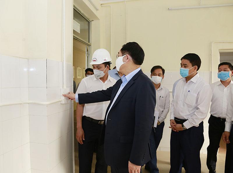 Bí thư Thành ủy Hà Nội Vương Đình Huệ đi kiểm tra tiến độ.