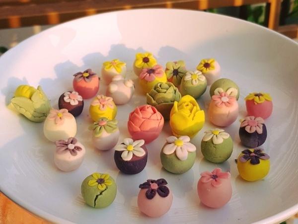 Hình dạng và màu sắc bắt mắt của những chiếc bánh trôi trên hội nhóm nấu ăn. Ảnh: internet
