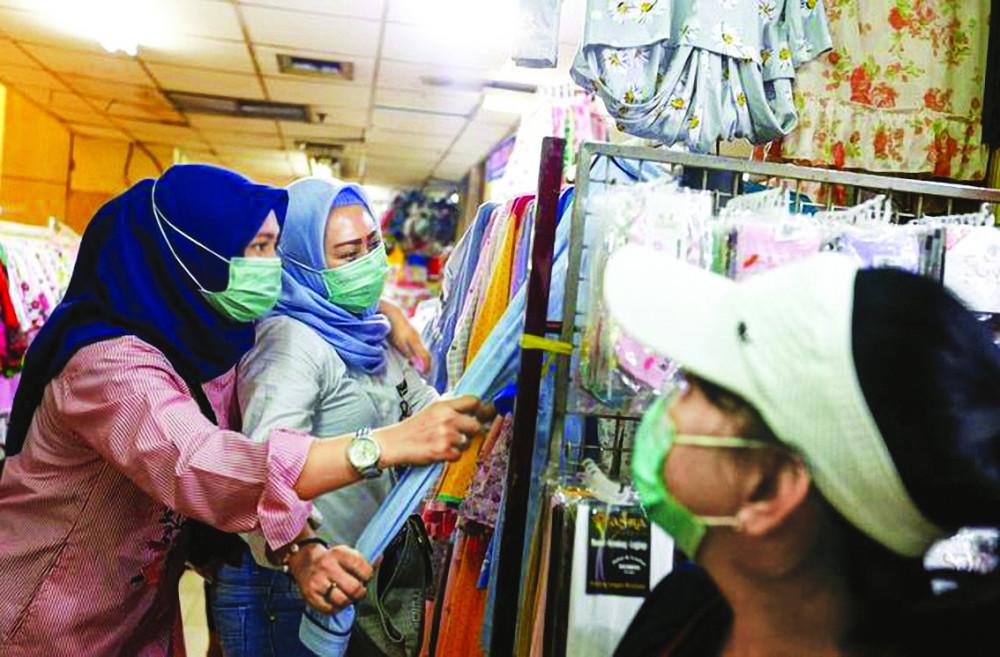 Những người lao động Indonesia vẫn cố bám trụ với công việc giữa dịch bệnh COVID-19