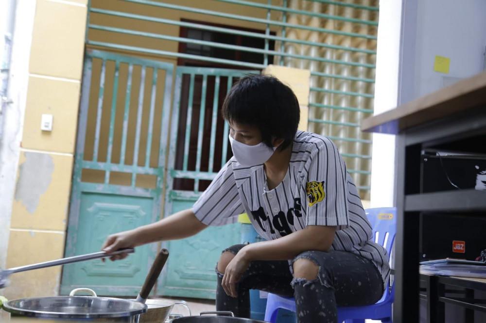 Đây là tấm lòng của chị Nguyễn Thanh Thủy - chủ một quán ăn vặt tại Ninh Hiệp (Gia Lâm, Hà Nội).