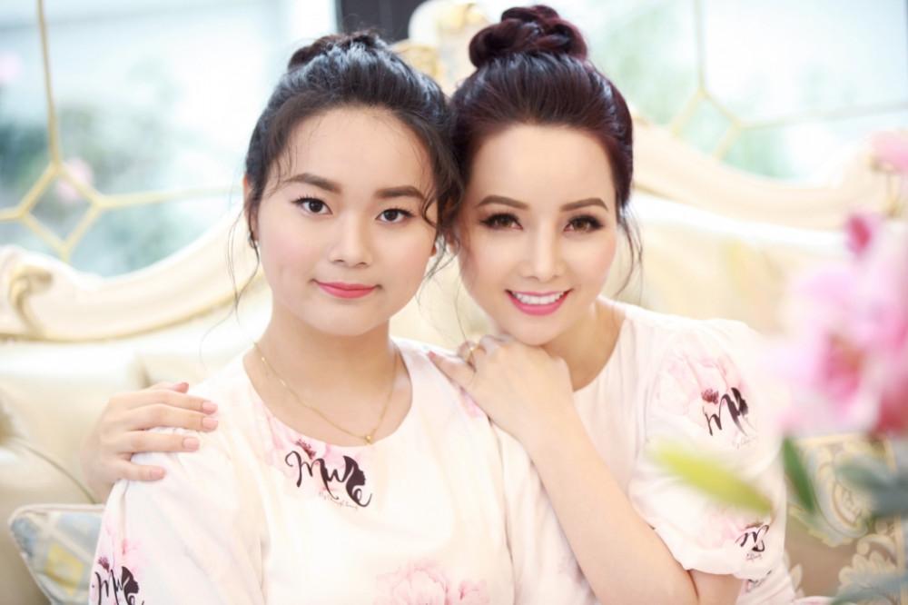 Diễn viên Mai Thu Huyền và con gái Thang Huyền Anh