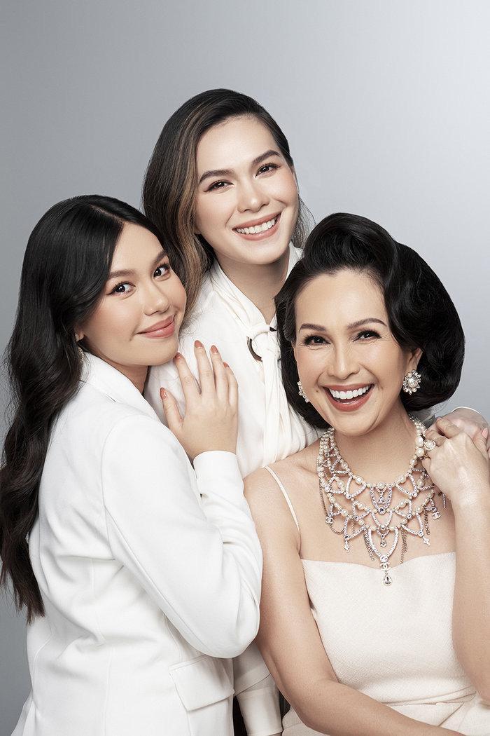 Diễn viên Diễm My và 2 con gái Thuỳ My, Quế My