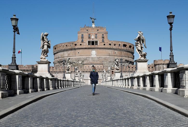 Lâu đài và cầu Thiên Thần là một địa điểm du lịch nổi tiếng ở Rome, Ý, nhưng giờ đây rất ít người qua lại.