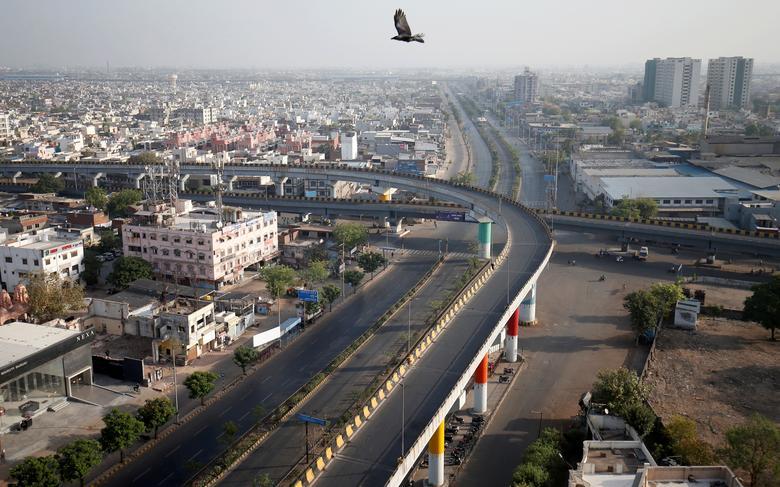 Những con đường vắng tanh trong giờ giới nghiêm ở thành phố Ahmedabad vào ngày 22/3.