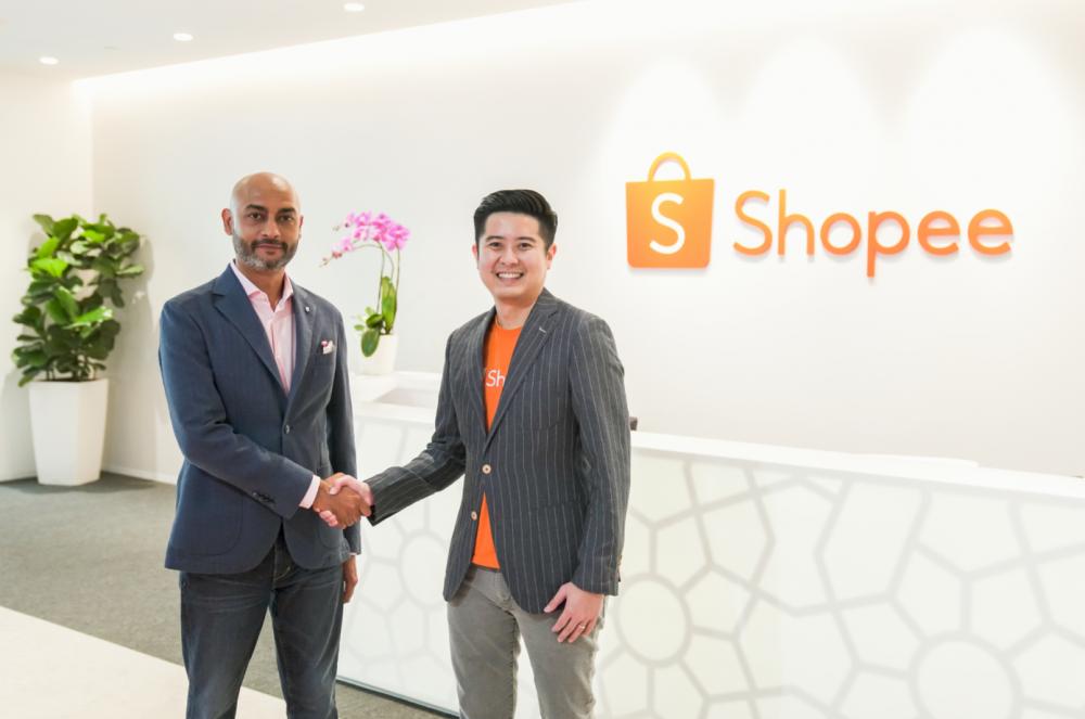 Ông Ian Ho - Giám đốc điều hành khu vực của Shopee và ông Praynay Mehra - Phó chủ tịch Kỹ thuật số và Thương mại điện tử của Shiseido châu Á - Thái Bình Dương tại buổi lễ ký kết hợp tác