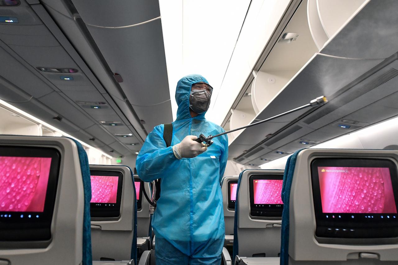 VNA khử trùng toàn bộ các chuyến bay nội địa trước và sau khi khai thác để phòng chống dịch COVID-19.