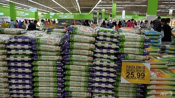 Gạo được bày bán tại một siêu thị ở Malaysia. Ảnh: AFP