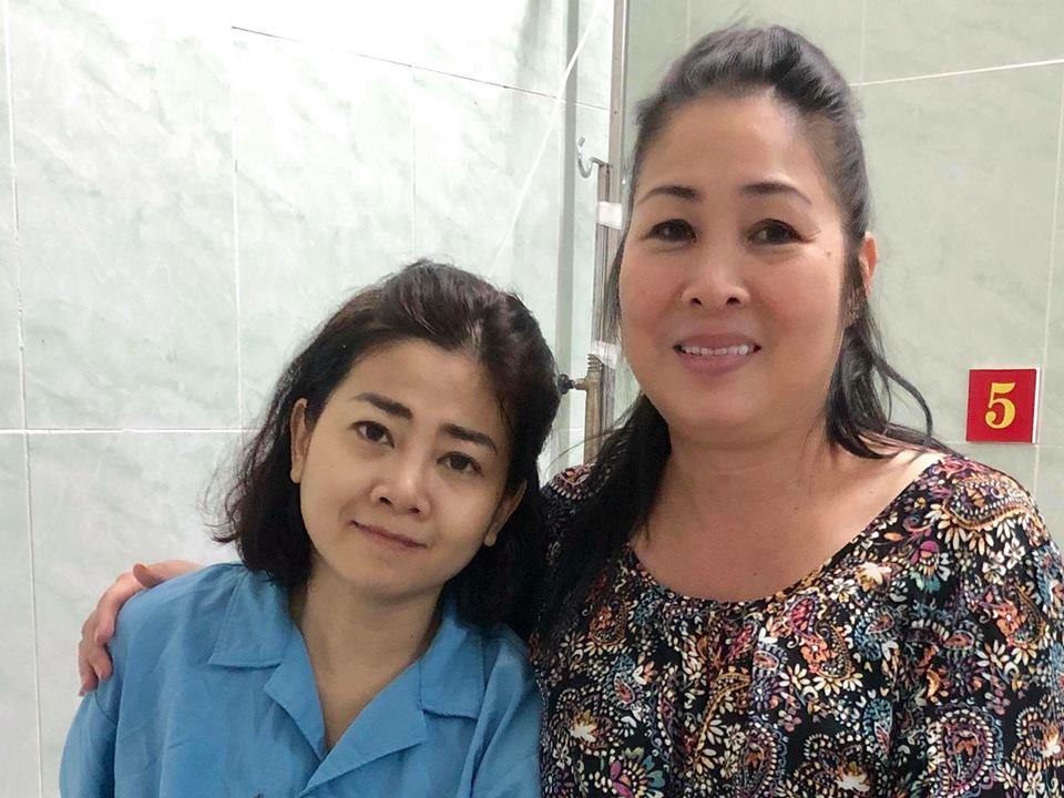 NSND Hồng Vân từng vào viện thăm Mai Phương.