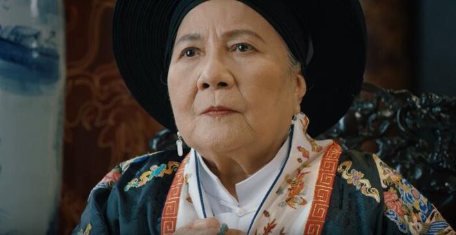 Vai Nhân Tuyên Hoàng Thái hậu do NSƯT Lê Thiện đảm vai.