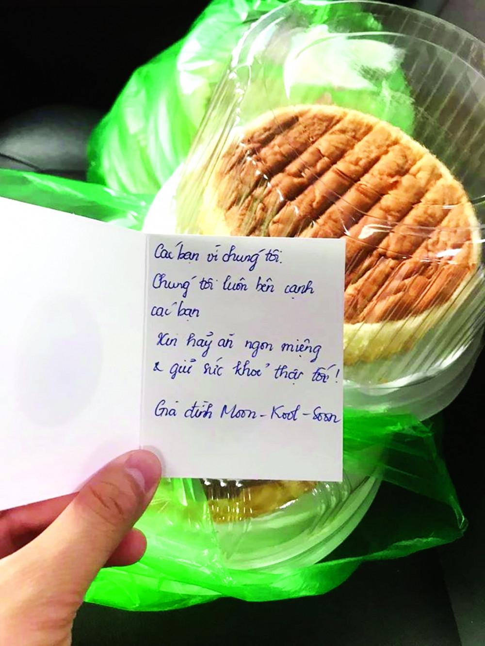 """Hình chụp lời nhắn của chị Thu Trang được nhân viên y tế Bệnh viện Bệnh nhiệt đới Trung ương gửi """"feedback"""" kèm lời cảm ơn"""