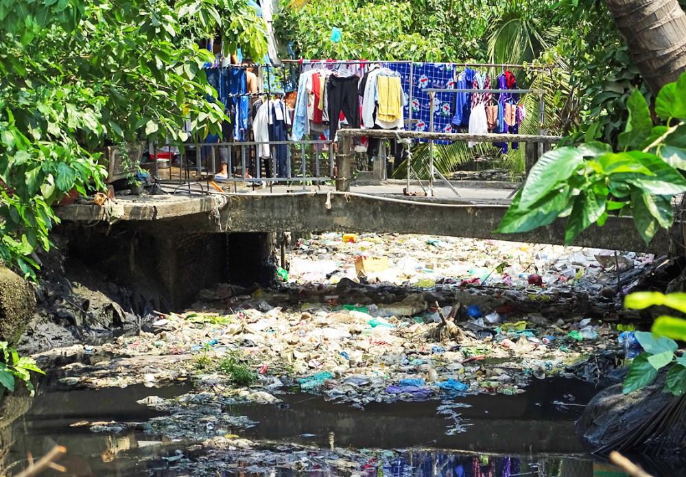 Kênh rạch ô nhiễm không chỉ ảnh hưởng đến môi trường mà còn có nguy cơ lây lan dịch bệnh - Ảnh:Hoàng Nhiên