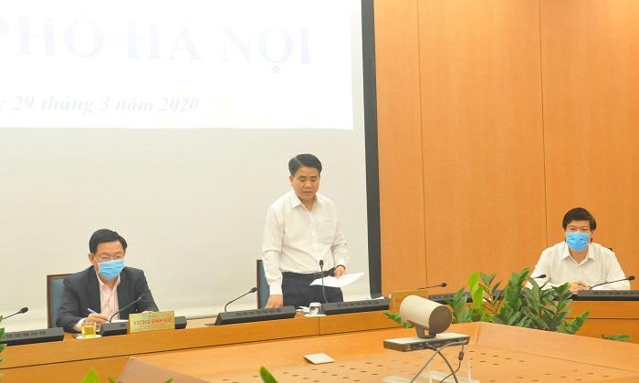 Chủ tịch UBND TP. Hà Nội Nguyễn Đức Chung báo cáo tại cuộc họp.