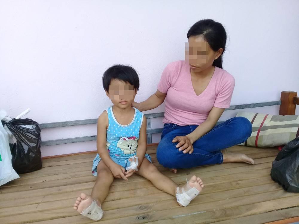 Bé P. và mẹ