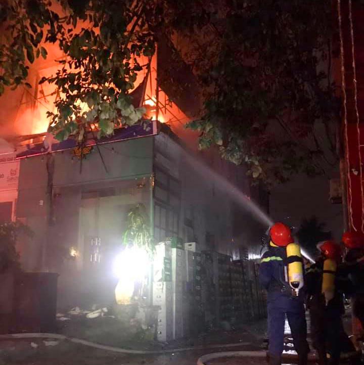 Hỏa hoạn khiến nhiều tài sản trong căn nhà 2 tầng của anh B. bị lửa thiêu rụi
