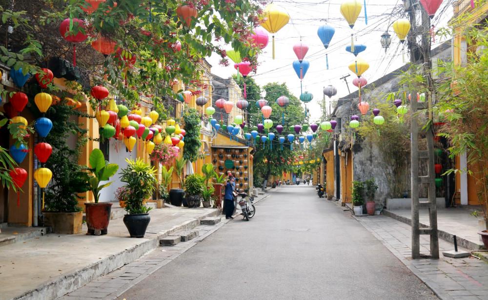 Những con phố cổ như được sâu vào giấc ngủ ngắn khi không còn khách đến tham quan